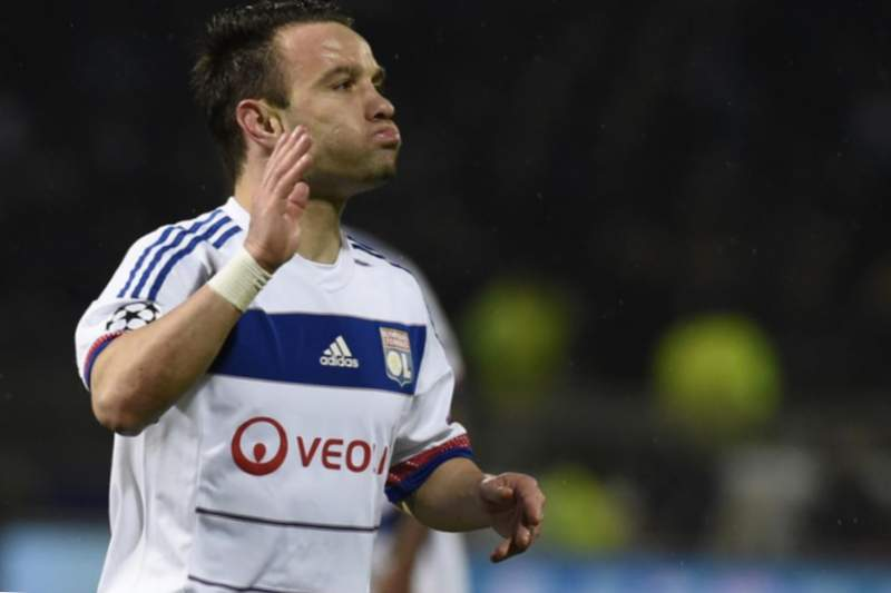 Mathieu Valbuena formant part de Lió